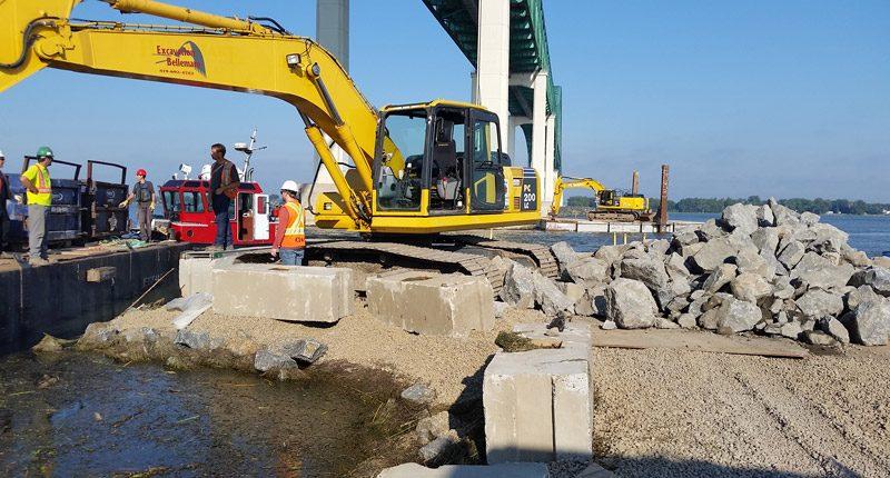 Empierrement des pilastres du pont Laviolette